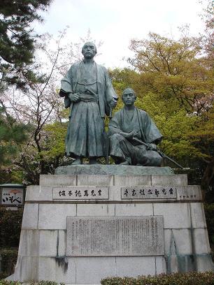 円山公園・坂本龍馬像