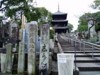 黒谷の三重塔と会津墓地参道