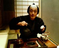 三吉お茶を淹れる