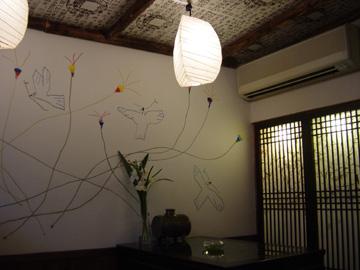 チャングム茶廊房内部(黒田征太郎の壁画)-グルメレポーター修行の日々-