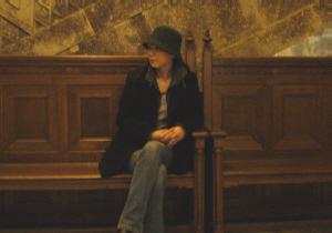 館内・椅子