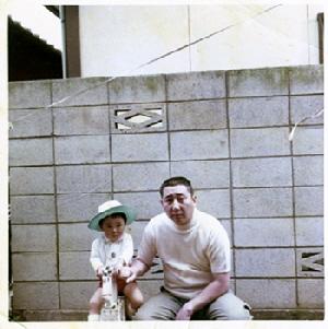 父と麦藁帽子の私