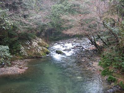 林道橋下の淵