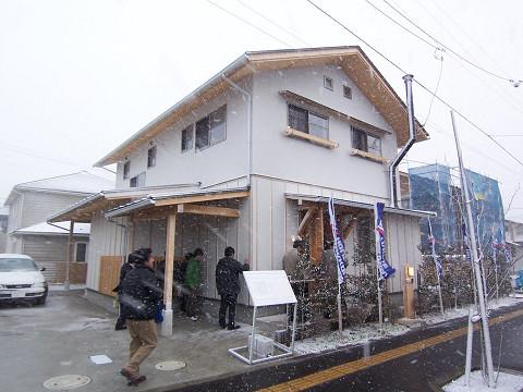 吹雪の中の視察