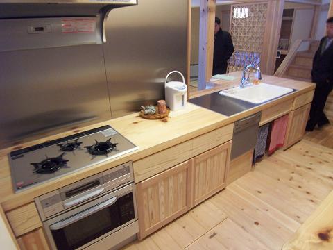 無垢桧材のキッチン