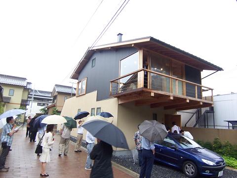 カキツバタ群落の家