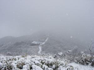 20070311ナギ山頂→小屋臨む