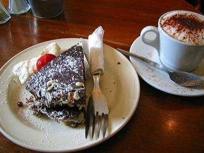 濃厚なチョコレートケーキ