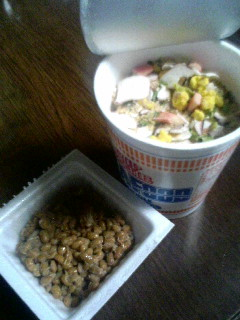 シーフードヌードル&納豆