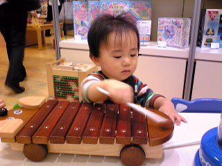 木琴で遊びました:岩田屋にて