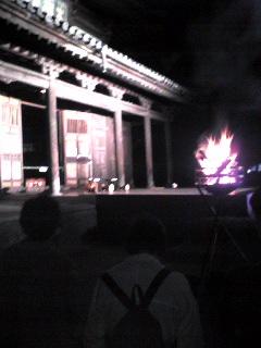 薪稚児舞の舞台