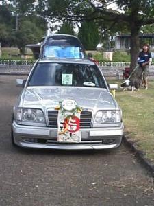 どっかのイカれた国の車みたいだ