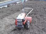 酷使される耕運機