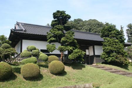 小松邸の長屋門