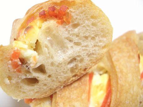 スモークサーモンとクリームチーズのフィセル断面@four de h
