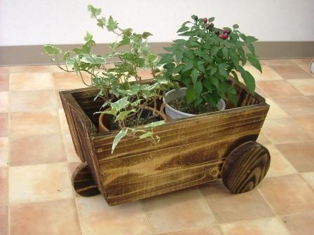 花付き三輪車型木製プランター
