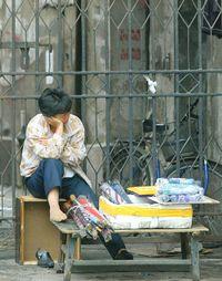 17上海街頭売傘的小販