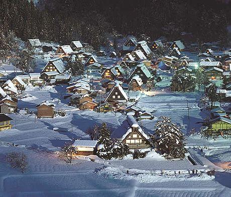 雪の合掌造り 白川村観光係
