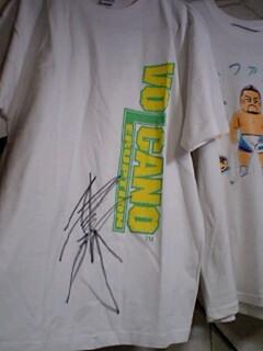 健介さんのサイン入りTシャツ