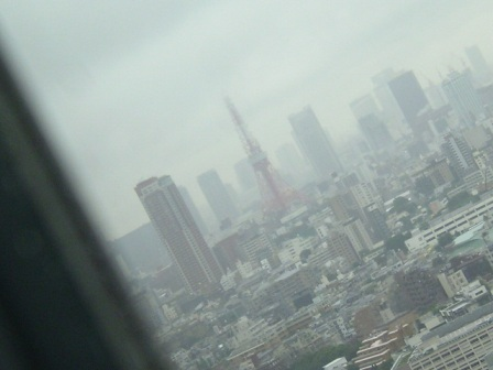 曇った空に・・・・
