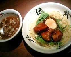 麺屋武蔵 武骨外伝の温玉肉餡かけつけそばの写真