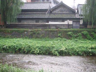 【岩手】北上川を臨む家