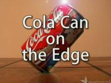 コーラの缶を格好よく斜めに立てる方法