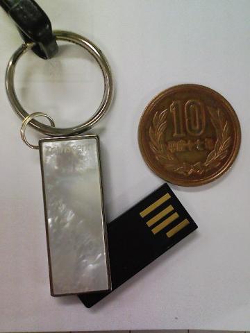 極小USBメモリ