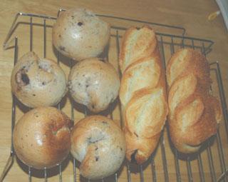 ブルーベリーベーグルとフランスパン