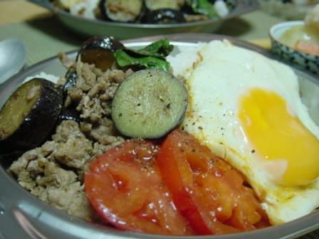 豚肉とナスのバジル炒めご飯