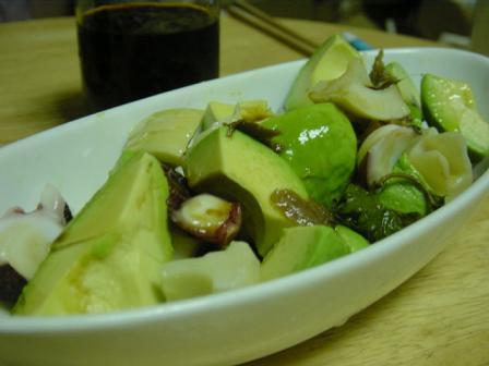 蛸とアボカドの大葉ニンニク醤油和え