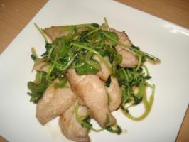 豆苗とトントロの炒め物