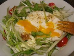 温泉卵サラダ