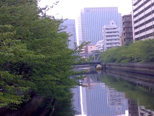 川のほとり