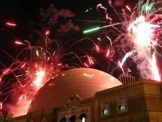 シルバー・レガシーのドームに映る花火