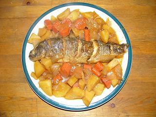 根野菜に埋もれる紅焼魚