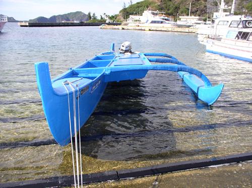 島で現役のカヌー