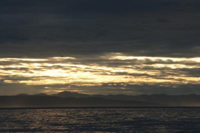 海越しに見る佐渡の山陰