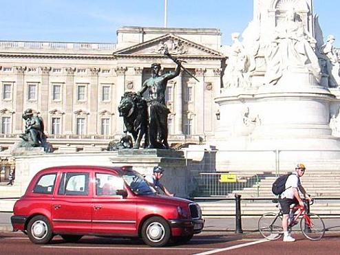今のロンドンタクシー