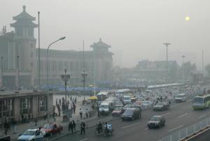 大気汚染による北京の霞む空