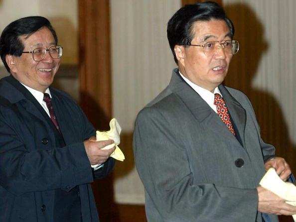 曽慶紅・副主席(左)と胡錦濤・総書記(AFP)