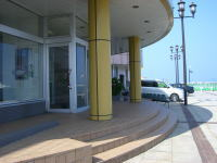 ターミナルビル海側玄関