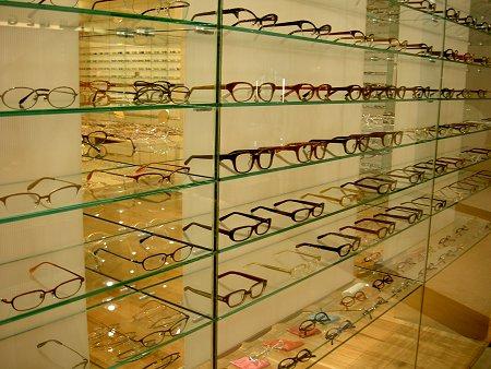 白山眼鏡店NU茶屋町。