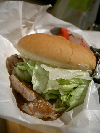 黒豚バーガー。