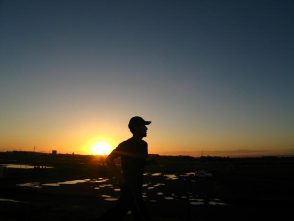 夕陽を背に走る~