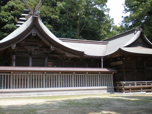 高瀧神社側面