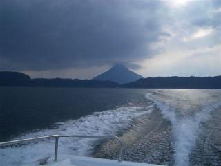 池田湖より見える開門岳(2007.1.28)