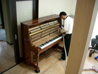 ピアノの調律中です