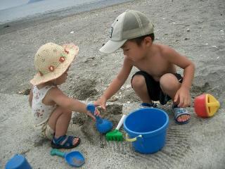 砂遊びに夢中 2007.8.4