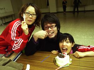 ケーキ食す人々